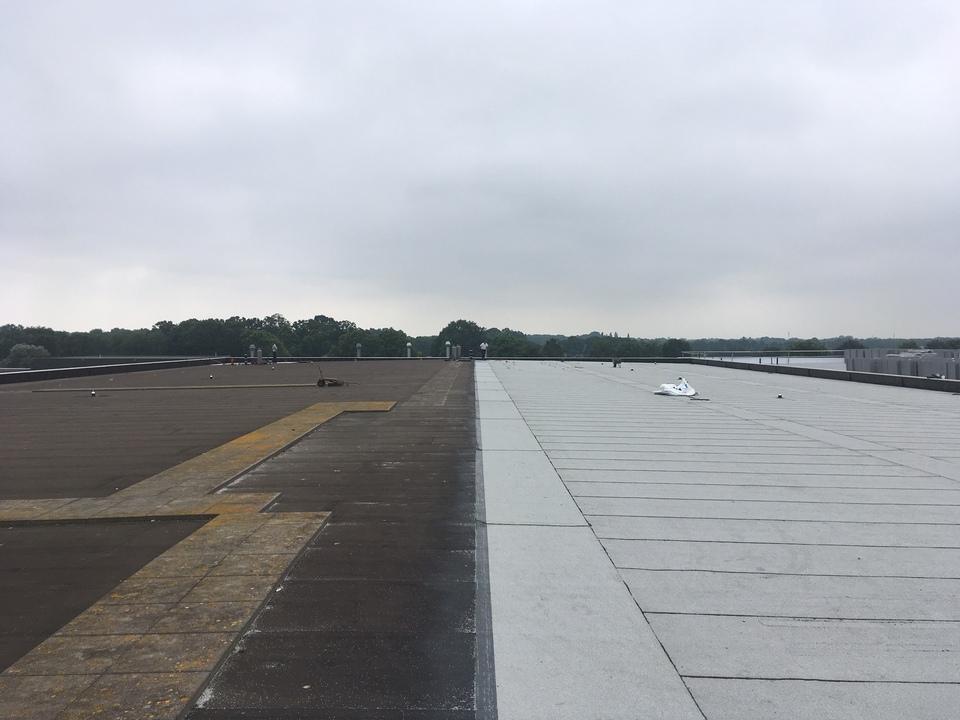 Witte dakbedekking bij Van Deuveren Transport