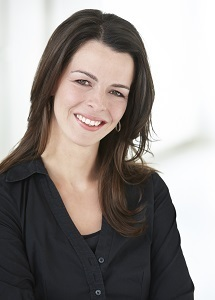 Ingrid Jansen opent wroetstal familie Stevelink