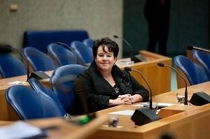 Staatssecretaris Dijksma staat klopmerken toe