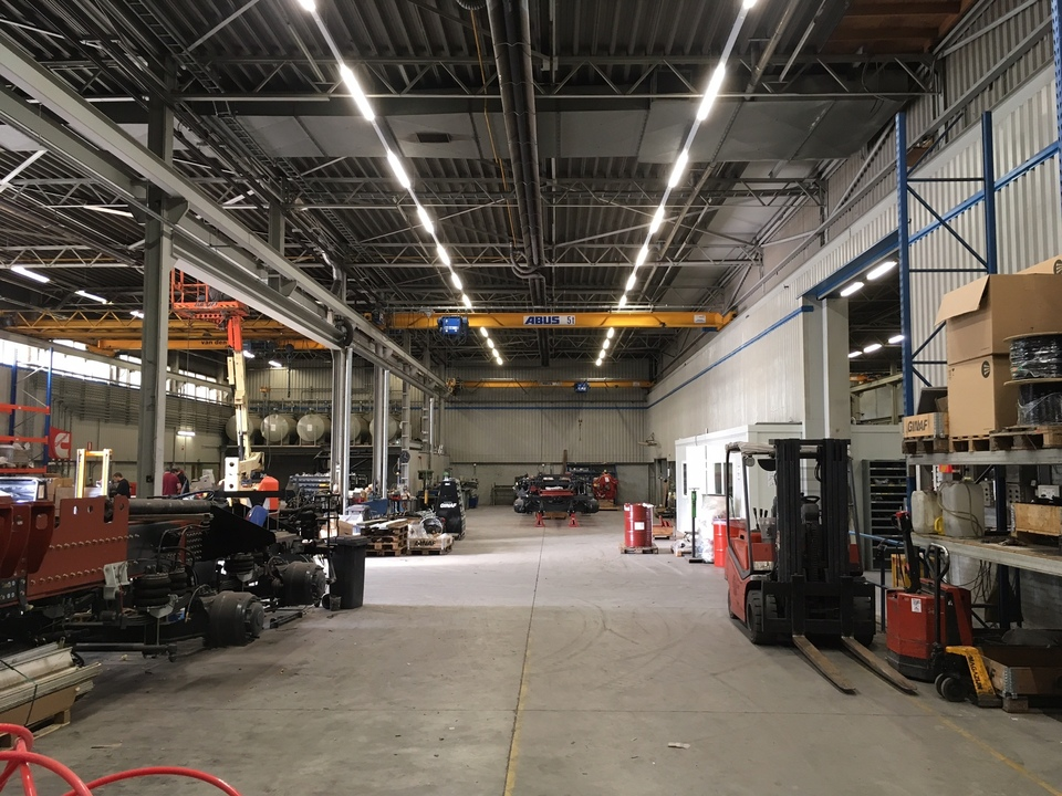 Vervanging verlichting bij Ginaf Trucks te Veenendaal